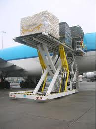 This cargo loader was engineered to have a large number of common parts with its smaller counterpart.