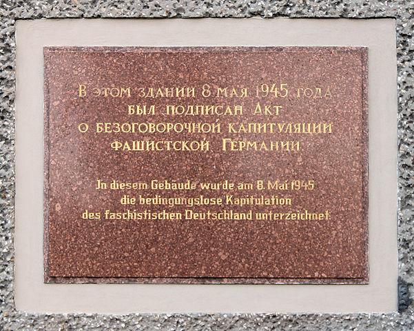 Gedenktafel-LUEGE:  Bedingungslose Kapitulation, Zwieseler Straße 4, Berlin-Karlshorst, Deutschland