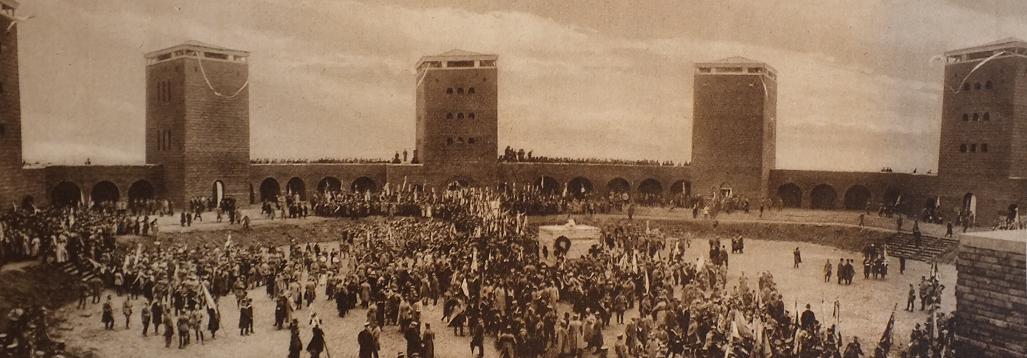 Hindenburg bei der Einweihung des Tannenbergdenkmals...