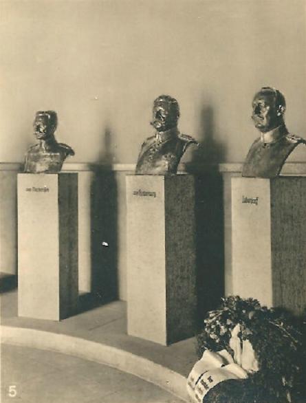 Buesten  in der Feldherrenhalle - Tannenberg-Denkmal