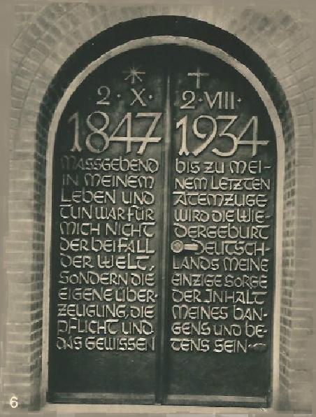 MASSGEBEND IN MEINEM LEBEN UND TUN WAR FUER MICH NICHT DER BEIFALL DER WELT, SONDERN DIE EIGENE UEBERZEUGUNG, DIE PFLICHT UND DAS GEWISSEN - Tannenberg-Denkmal