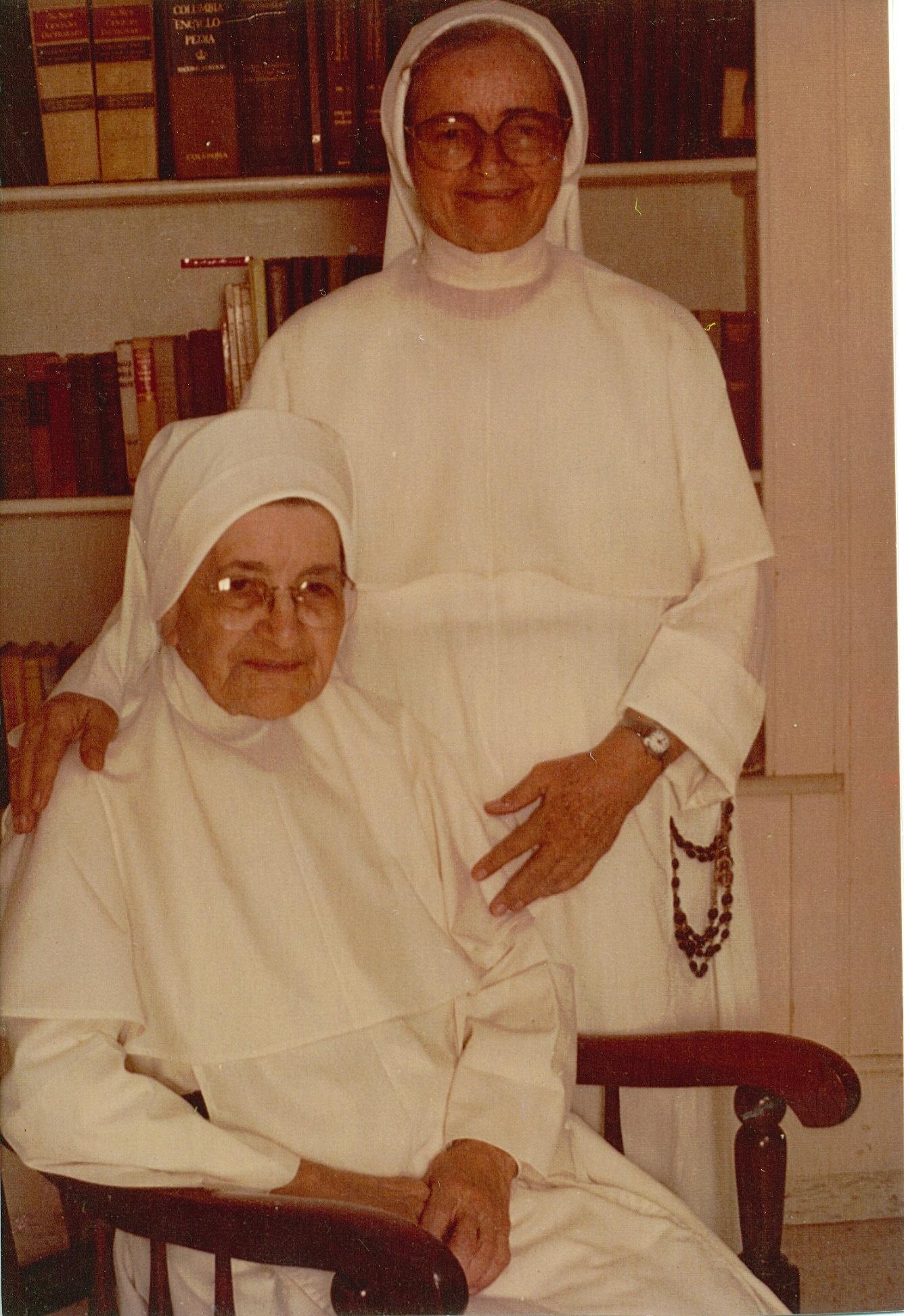 Madre Dominga y Sor Victoria