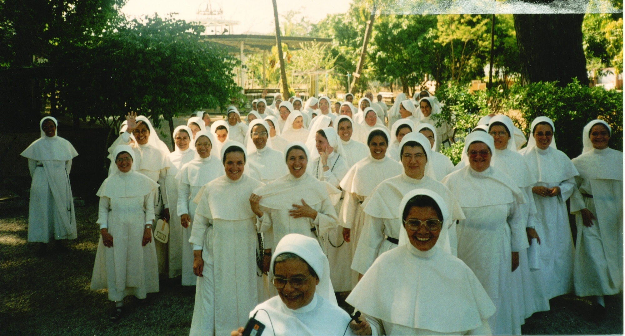 Hermanas en los Jardines de Santa Rita