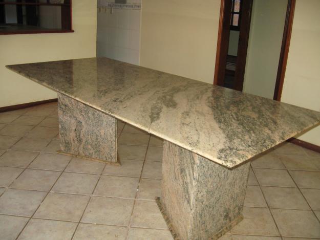 Venha conhecer a nossa loja e veja a variedade de mesas de for Tipos de encimeras de granito