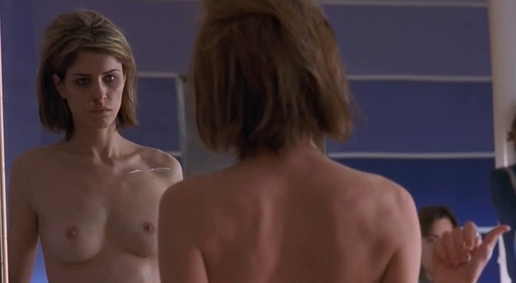Amanda Peet nude