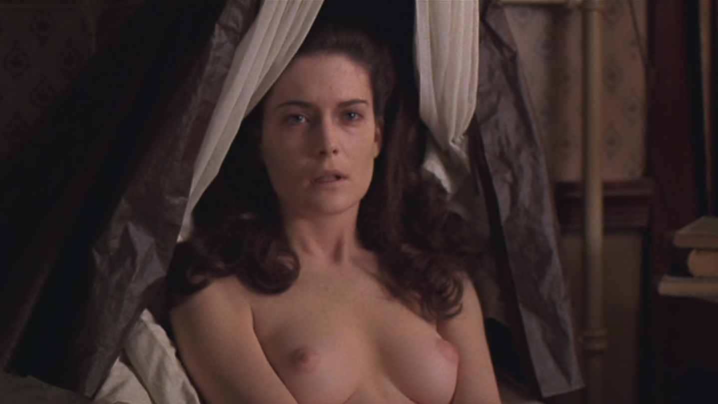 Lara Flynn Boyle nude in bed